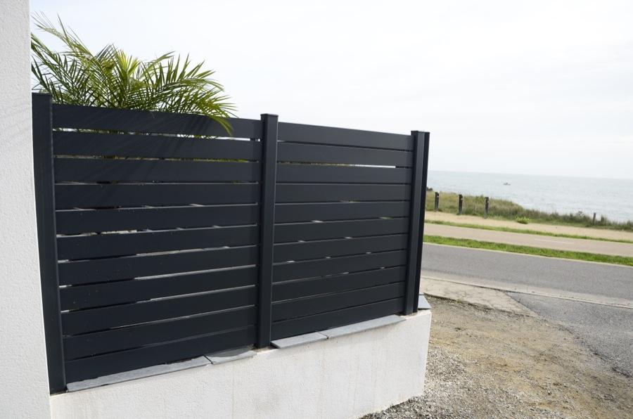 R alisations portails aluminium contemporain for Cloture bord de mer